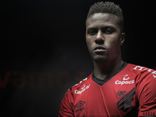Zagueiro Pedrão é anunciado como novo reforço do Athletico-PR