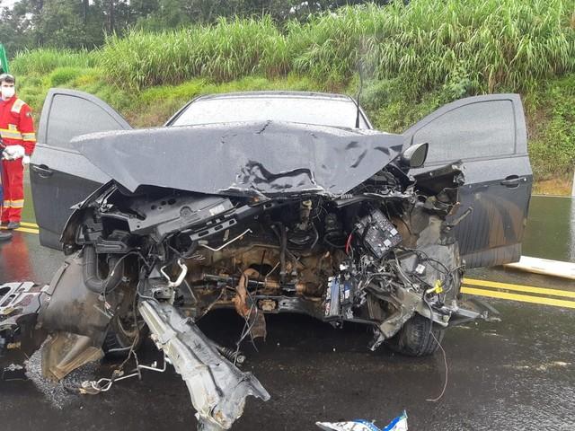Quatro pessoas ficam feridas em batida entre três carros na BR-277, em Fernandes Pinheiro