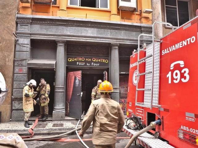 Coronel diz que bombeiros morreram na Quatro por Quatro ao inalarem fumaça: 'Fomos surpreendidos'
