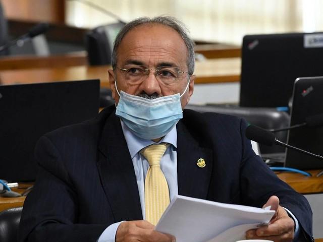 Senador do dinheiro na cueca se licencia por 121 dias