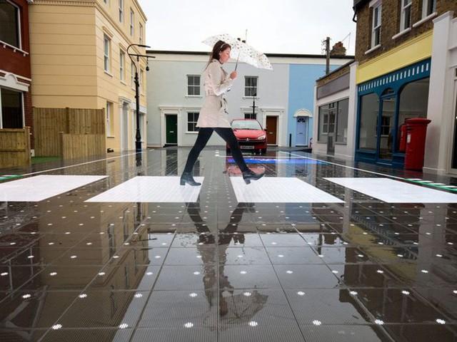 Faixa de pedestres do futuro vai emitir alertas pra quem não tira o olho do smartphone