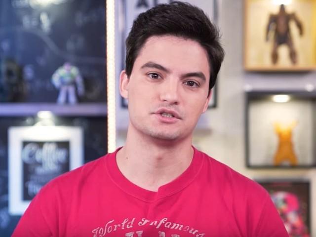 Ameaçado, Felipe Neto cancela palestra e manda a mãe para fora do Brasil