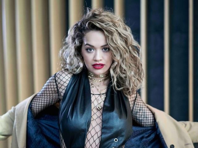 """Rita Ora se mostra cada vez mais confortável com a música eletrônica no single """"Anywhere"""""""