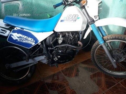 Vendo moto suzuki 125 4 tiempos