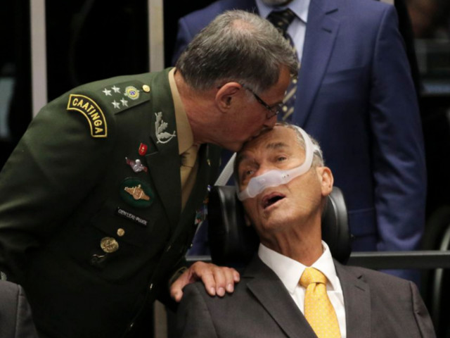 General Villas Bôas volta a ameaçar STF às vésperas de sessão histórica