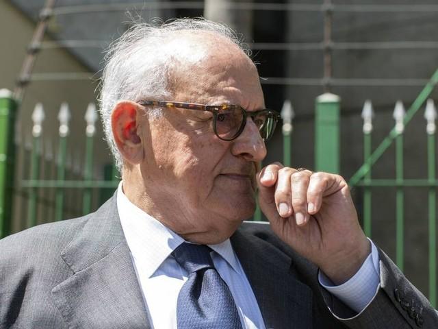 Em alto-mar, Jobim envia mensagem a Meirelles e nega candidatura