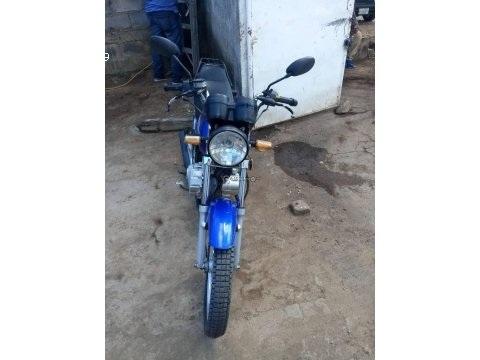 Vendo moto genesis hj año 2014