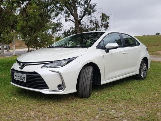 Análise   Toyota Corolla continua reinando em terra de SUVs