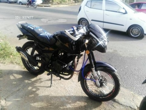 Vendo bonita moto marca RAIBAR