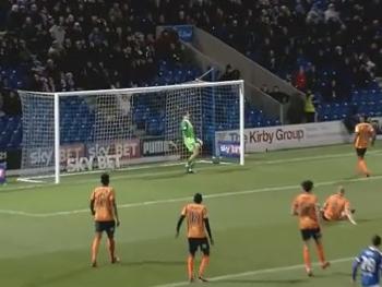 Na quarta divisão inglesa, teve até gol contra por cobertura