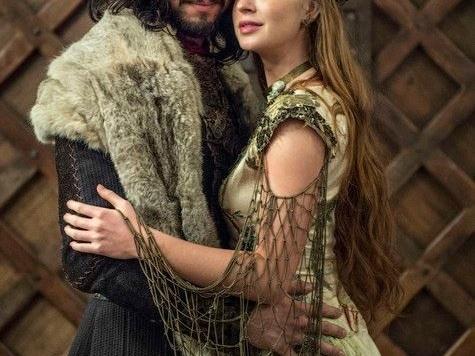 Veja primeira foto do casamento de Amália e Afonso em Deus Salve o Rei e saiba tudo sobre o último capítulo