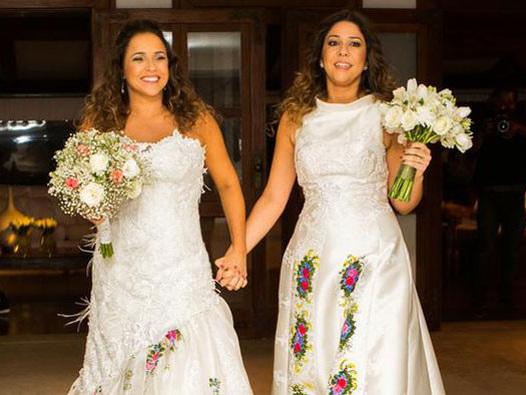 """Daniela Mercury e a esposa se emocionam com mais uma netinha: """"Vovós"""""""