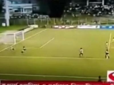 Liga estadual da Índia tem lambança de goleiro e gol esquisito; veja