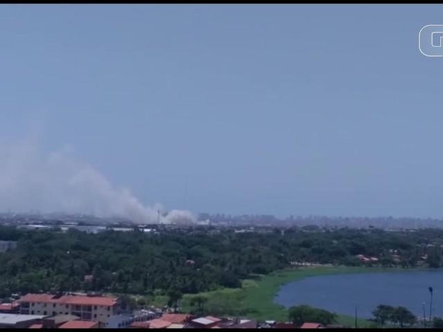 Novos focos de incêndio atingem mata no Bairro Castelão e fumaça encobre bairros