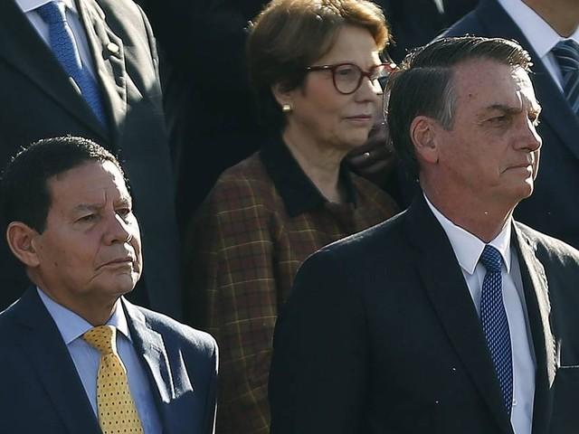 'Quando um não quer, dois não brigam', diz Mourão sobre ataques de Carlos Bolsonaro