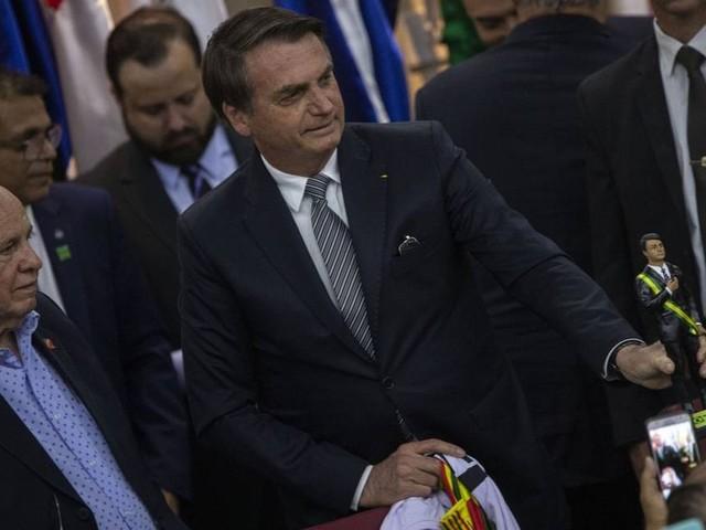 'Falta a resposta dos EUA', diz Bolsonaro sobre indicação do filho para embaixada