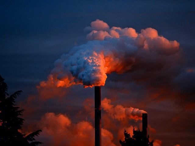 Emissões globais de CO2 crescem e atingem maior alta da história, diz estudo