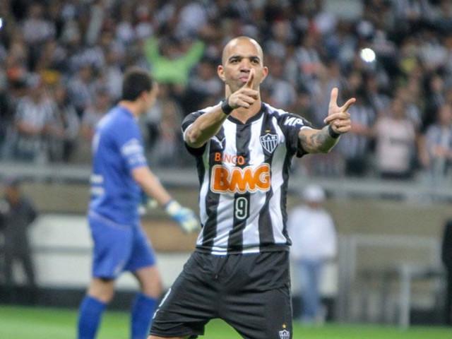 Presidente do Atlético-MG ironiza idade de Tardelli, e atacante rebate