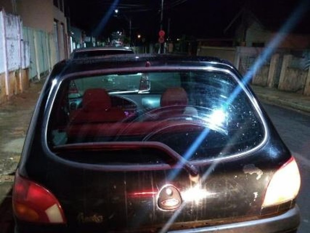 Menino de 10 anos flagrado dirigindo carro furtado passará por atendimento psicológico, diz Conselho Tutelar