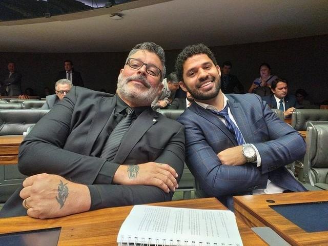 Após foto com Alexandre Frota, deputado David Miranda pede desculpas