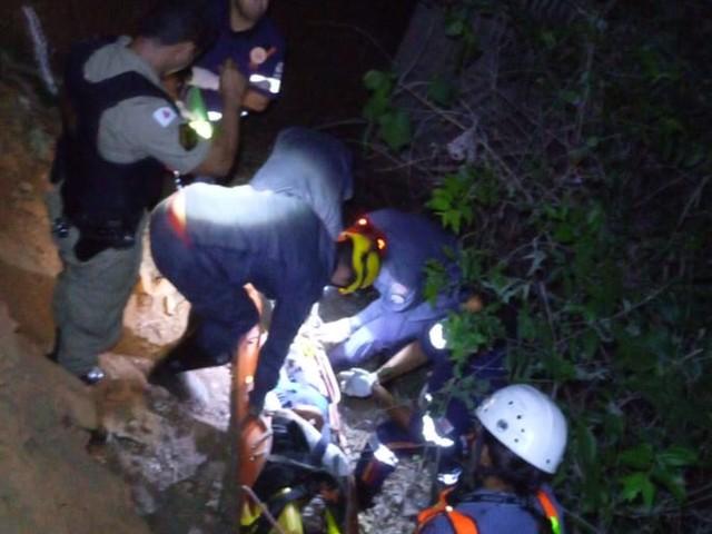 Dois homens ficam feridos ao serem jogados de cima de ponte na BR-365, em Montes Claros