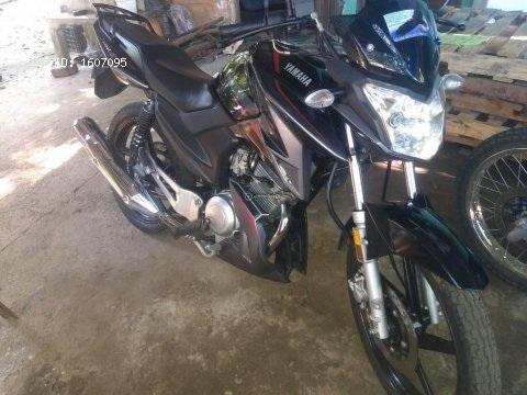 Vendo preciosa moto Yamaha ybrz prácticamente nueva 2018 con 7mil km