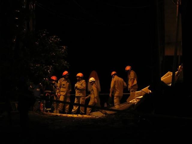 Buscas por desaparecidos na Muzema entram no segundo dia