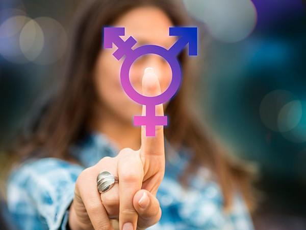 Transexuais e travestis podem perder direito de usar nome social nas escolas