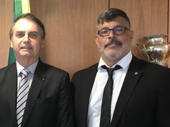 """""""Não conheço esse daí"""", diz Bolsonaro sobre Frota. Deputado distribui vídeo"""