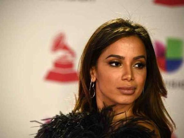 """Após anúncio de romance com funkeira, Anitta quebra o silêncio e expõe real situação das duas: """"Investir nela"""""""