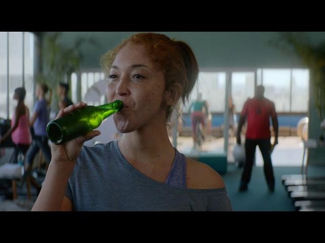 Heineken 0.0: cerveja explora situações onde agora é permitido beber com a sua versão zero álcool