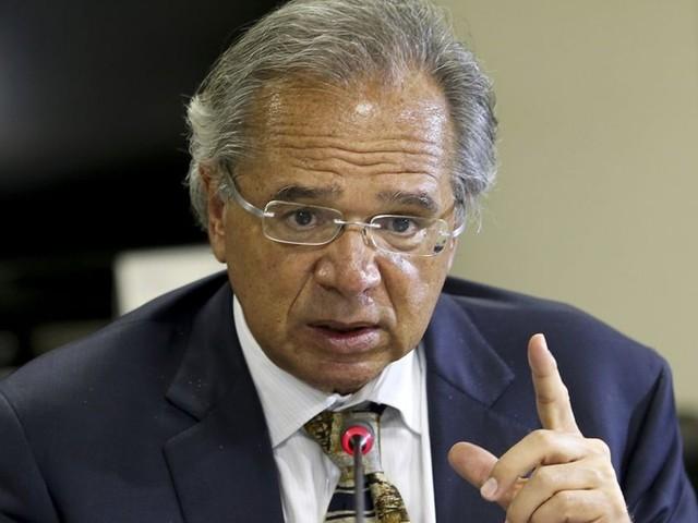 """""""A ideia é não contratar pessoas para repor"""", diz Paulo Guedes sobre concursos"""