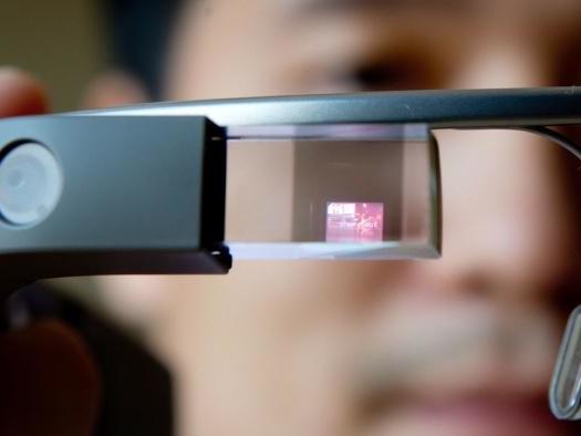 App do Google Glass ajuda mulher cega a se orientar pelas ruas e fazer compras