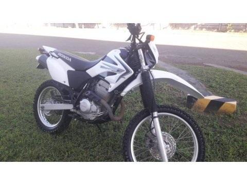 VENDO MOTO HONDA TORNADO 250 AÑO 2015
