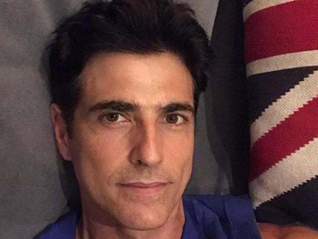 Reynaldo Gianecchini é visto correndo em boa forma na orla de Ipanema