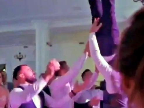 Noivo é jogado para o alto por amigos e fratura coluna no próprio casamento