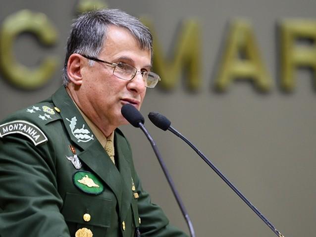 """""""Bolsonaro não representa o Exército"""", diz general"""