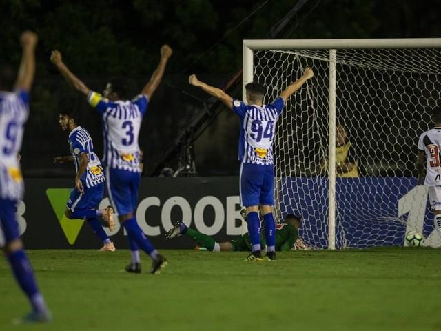 Nos últimos nove jogos, Vasco levou 18 gols e fez apenas seis