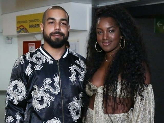Cantora Iza comemora dois meses de casamento com produtor musical