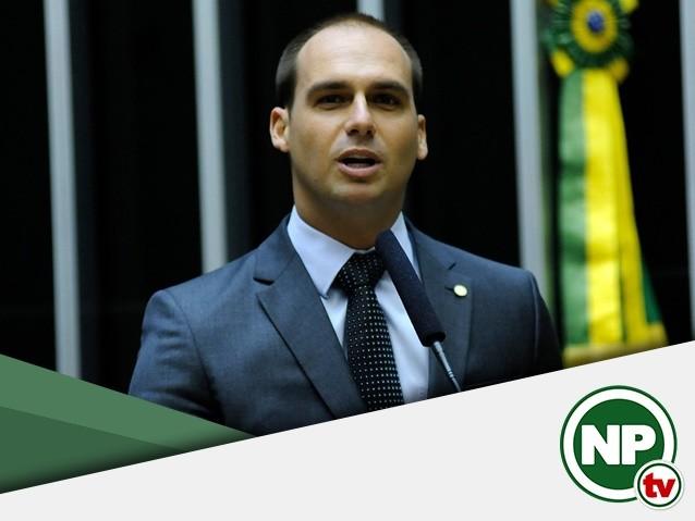 Filho de Bolsonaro é vaiado ao elogiar a ditadura