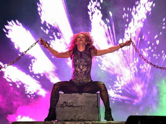 Shakira foca a voz e deixa parafernálias de lado em novo show