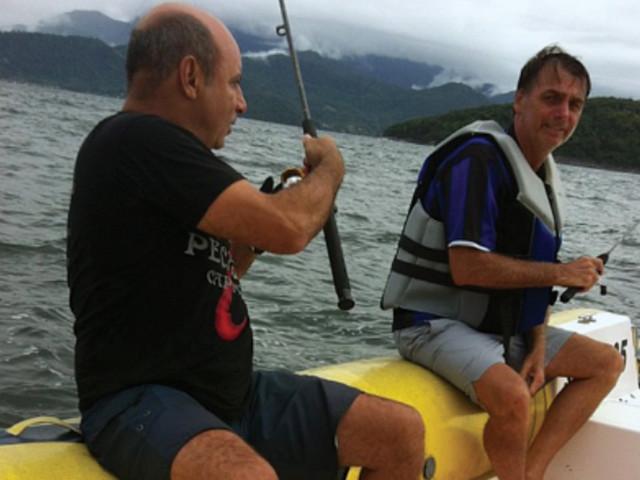 O dia em que Bolsonaro resolveu pescar com toda a equipe