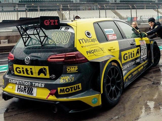 """""""Girls only"""": equipe só de mulheres nas 24 h de Nürburgring"""