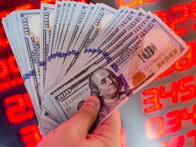 Dólar segue exterior e passa a operar em alta, a R$ 3,71