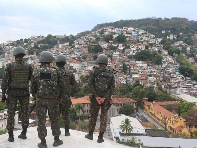 STJ aumenta indenização para família de jovem morto entregue por militares ao tráfico