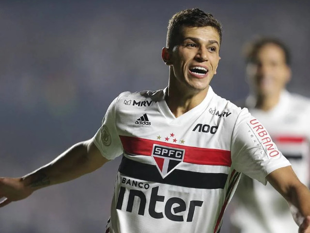 Mesmo sem marcar, Vitor Bueno se consolida na equipe do São Paulo