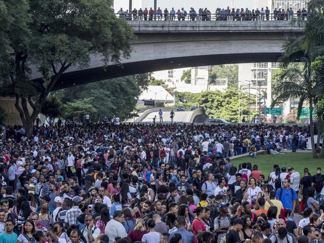 Bolsonaro acaba com política de aumento real do salário mínimo