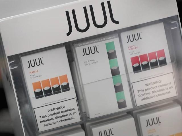 Cigarros eletrônicos são vendidos no Brasil mesmo proibidos por Anvisa