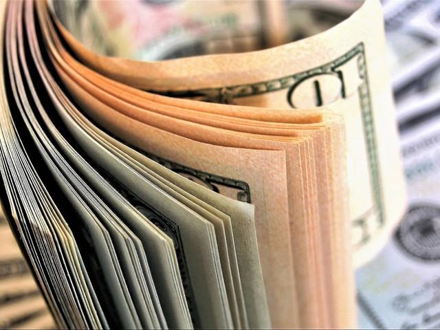 Dólar sobe e real perde a liderança em ranking de moedas