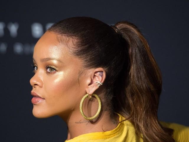 Rihanna nega convite ao Super Bowl em apoio a jogador Colin Kaepernick, expulso da Liga